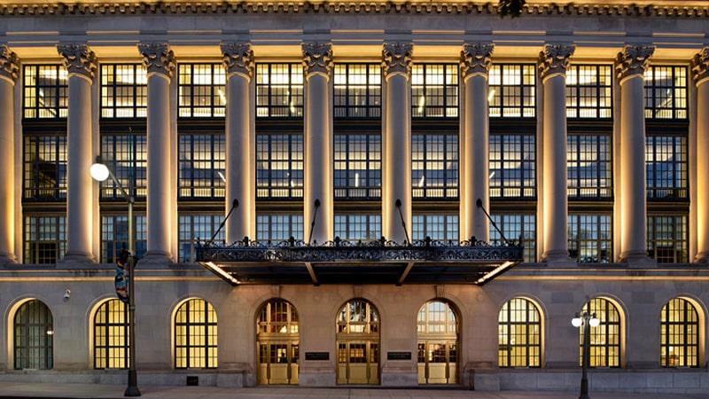 برجسته کردن المان های معماری و متریال مصرفی با نورپردازی
