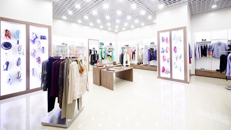 تاثیر و زیبایی نورپر دازی سقف در دکوراسیون مغازه