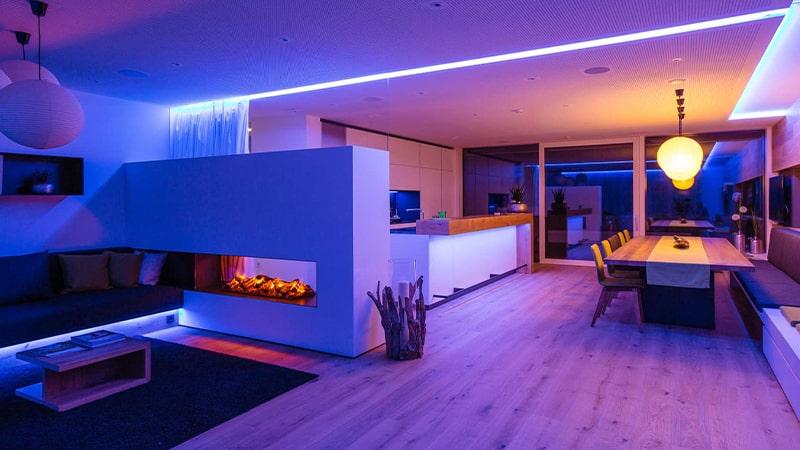 استفاده از نورهای مخفی رنگی در سقف غذاخوری